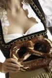 kringla för tät flicka för bavarian mest oktoberfest upp Arkivbilder