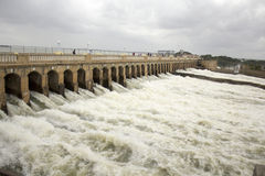Krishna Raja Sagar Dam öffnen sein Tor stockfoto