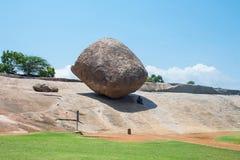 Krishna ` s Butterball, een populaire toeristische attractie in Mahabalipuram, Tamil Nadu, India stock foto