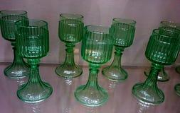 Kristal en glasdozen voor dranken bij de Keizer Zilveren Inzameling in Wenen stock fotografie