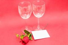 Kristalglazen en rozen Stock Afbeelding