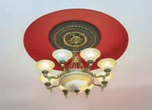 Kristalkroonluchter in barokke stijl Royalty-vrije Stock Fotografie
