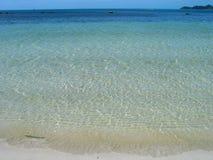 Kristall - freier tropischer blauer Strand? Stockbild