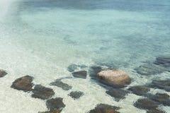 Kristall - klart havsvatten Arkivfoto