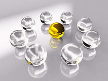 Kristall-und Goldkugel Stockfotografie