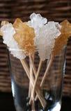 Kristalle im Glas Stockfoto