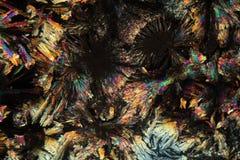 Kristalle von Diclofenac unter dem Mikroskop Stockfotografie