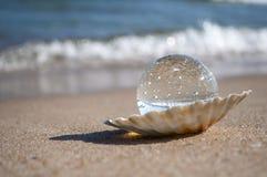 Kristallen bol als parel Stock Foto
