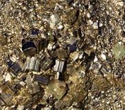Kristaller av pyritslutet upp Royaltyfria Bilder