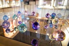 Kristaller på en tunn tråd royaltyfria foton