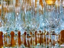 Kristallexponeringsglas i reflekterat ljus med en suddig bakgrund fotografering för bildbyråer