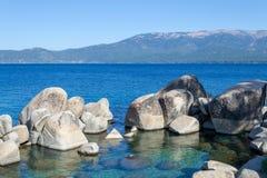 Kristallijn water bij Zandhaven in Meer Tahoe stock foto's