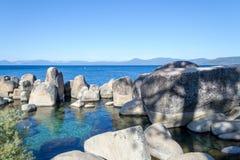 Kristallijn water bij Zandhaven in Meer Tahoe royalty-vrije stock foto