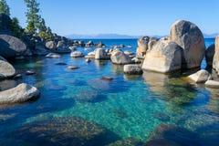 Kristallijn water bij Zandhaven in Meer Tahoe royalty-vrije stock afbeelding