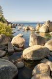 Kristallijn water bij Zandhaven in Meer Tahoe royalty-vrije stock afbeeldingen