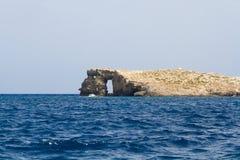 Kristallklar lagun på den Comino ön, Malta Arkivbilder