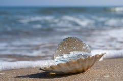 Kristallkula som pärlan Royaltyfri Foto