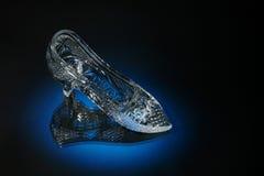 Kristallschuh auf einem Blau Lizenzfreie Stockfotografie