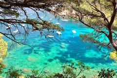 Kristallwasser nah an dem schönen Strand von Aiguablava in Begur-Dorf, Mittelmeer, Katalonien, Spanien Stockbilder