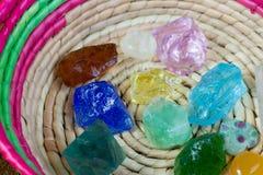 Kristalsteen in groene openlucht royalty-vrije stock afbeelding