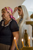 Kristen dyrkan på dagen av vördnaden av den Sanka ortodoxa symbolen av den Kaluga modern av guden i det Iznoskovsky området, Kalu royaltyfria bilder