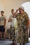 Kristen dyrkan på dagen av vördnaden av den Sanka ortodoxa symbolen av den Kaluga modern av guden i det Iznoskovsky området, Kalu royaltyfri foto