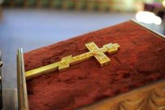 kristen guld- rood Fotografering för Bildbyråer