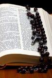 Kristen helig bibel fotografering för bildbyråer