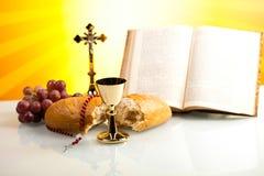 Kristen helig nattvardsgång, ljus bakgrund, genomdränkt begrepp royaltyfria bilder