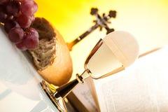 Kristen helig nattvardsgång, ljus bakgrund, genomdränkt begrepp royaltyfri fotografi