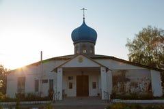 Kristen kyrka i byn med en freskomålning på väggen tidigt fotografering för bildbyråer