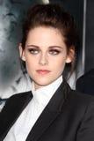 Kristen Stewart chega ?neve na seleção branca e do Huntsman? de Los Angeles Imagens de Stock Royalty Free