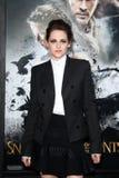 Kristen Stewart llega la investigación de Los Ángeles ?blanco como la nieve y del Huntsman? Fotografía de archivo