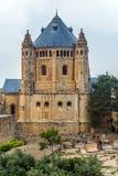 Kristen tempel och forntida kyrkogård arkivbilder