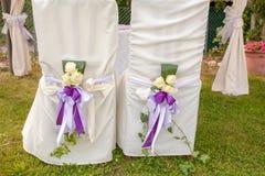 Kristen trobröllopceremoni och uppfriskningar arkivfoton