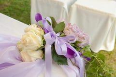 Kristen trobröllopceremoni och uppfriskningar royaltyfri bild