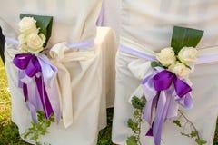 Kristen trobröllopceremoni och uppfriskningar arkivfoto