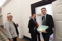 Kristian thulesen dahl som det danska folket festar brukar financeminister arkivbild