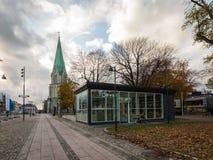 Kristiansand, Норвегия - 8-ое ноября 2017: Один из входов к новому подземному гаражу под квадратом внутри стоковая фотография rf