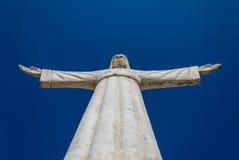 Kristus den Förlossare- eller Christo Redentor statyn i Lubango, Angola Arkivfoton
