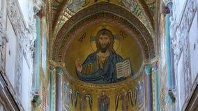Kristus Pantokrator, Domkyrka-basilika av Monreale, är en Roman Catholic kyrka i Monreale, Sicilien, sydliga Italien Ken brännska stock video