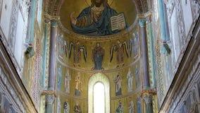 Kristus Pantokrator, Domkyrka-basilika av Monreale, är en Roman Catholic kyrka i Monreale, Sicilien, sydliga Italien Ken brännska arkivfilmer