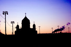 KristusFörlossaredomkyrka i Moskva Purpurfärgad solnedgång Royaltyfri Fotografi