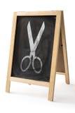 Krita gniden ut på den isolerade svart tavla Arkivbild