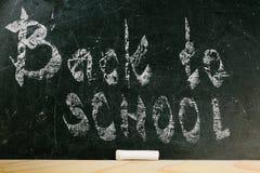 Krita med ord tillbaka till skolan Arkivfoto