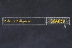 Krita skissar av s?kandemotorn Begrepp av sökande och att boka av ett hotell i Hollywood vektor illustrationer