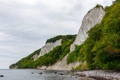 Krita vaggar på den Ruegen ön i Tyskland nära det baltiska havet arkivfoto