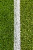 Kritalinje på konstgjort torvafotbollfält Royaltyfri Fotografi