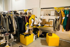 So kritische so Modeausstellung in Mailand am 20. September 2013 Stockbilder