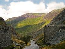 Kritisera minen på det Honister passerandet, sjöområdet Cumbria Royaltyfri Fotografi